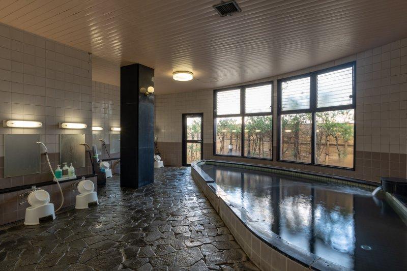ゆったり大浴場が人気!奈良輪館で1泊2食