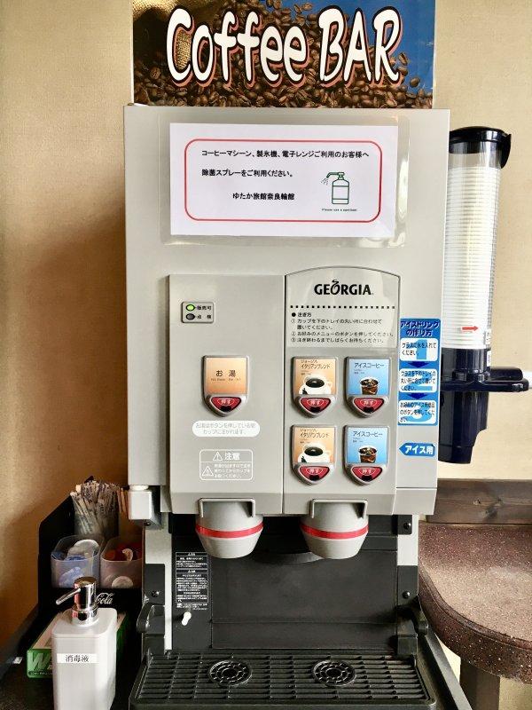 無料コーヒーバー(カップラーメン用のお湯出ます)